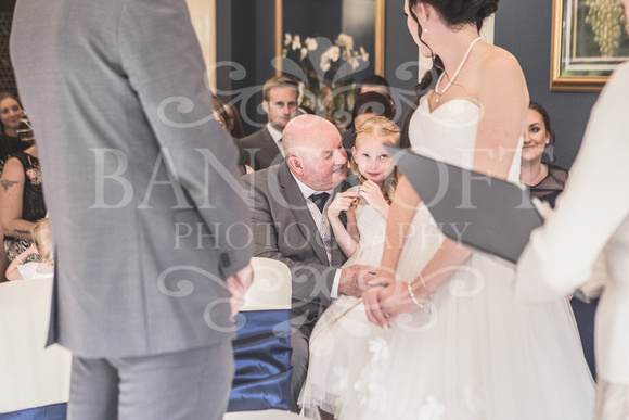 David & Rebecca Statham Lodge Wedding 01371