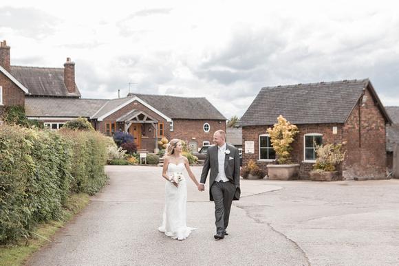 Tom _and_Lianne_Sandhole_Oak_Barn_Wedding 00837