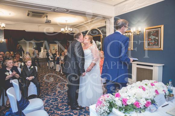 Graham-&-Jeanette-Statham Lodge Wedding - 00055